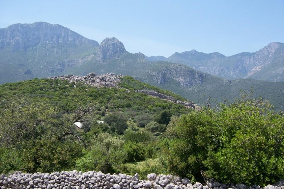 Η ακρόπολη των αρχαίων Κυφάντων από ανατολικά