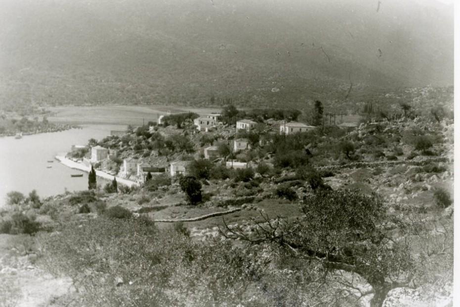 Άποψη του οικισμού Γέρακα από την αρχαία πόλη του Ζάρακος