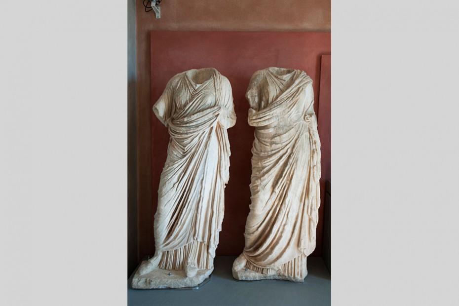 Γυνακεία-αγάλματα