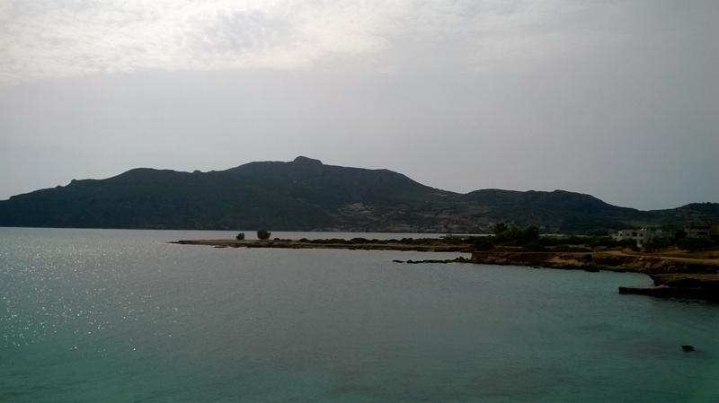 Ο θαλάσσιος χώρος, η ακτή και η παραλία, όπου τα ερείπια της αρχαίας Ασωπού.